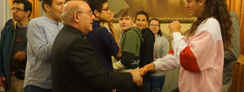Jóvenes sordos con Obispo 1