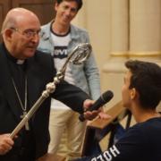 Alumnos La Plana con el Obispo